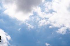 Att flytta sig fördunklar i himlen Royaltyfria Foton