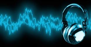 att fästa ihop lyssnar musikbanan till xxl Royaltyfri Foto