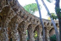 Att gå omkring parkerar Guell i Barcelona Fotografering för Bildbyråer