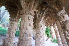 Att gå omkring parkerar Guell i Barcelona Arkivfoton