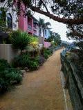 Att gå släpar Ballona Creek i Marina del Rey California Arkivbilder