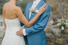 Att gifta sig bilden med vaggar i bakgrund fotografering för bildbyråer