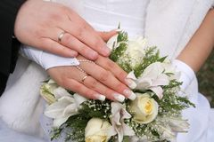 att gifta sig hand Royaltyfri Bild