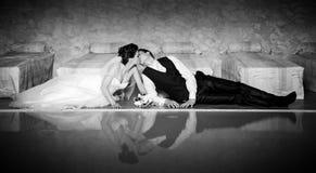 Att gifta sig kopplar ihop Arkivfoto