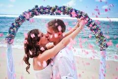 Att gifta sig kopplar ihop precis gift Arkivbild