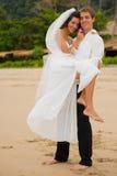 Att gifta sig på strand Arkivfoto