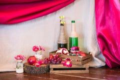 Att gifta sig tabellen ställde in för boten som äter middag, eller andra skötte om händelse i röda färger Arkivbild