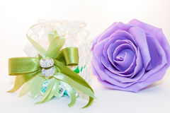 Att gifta sig violeten steg Arkivfoto