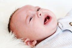 Att gråta behandla som ett barn ålder av 3 månader Royaltyfri Fotografi
