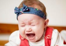 Att gråta behandla som ett barn flickan Royaltyfri Foto