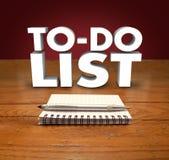 Att göra listaNotepadord organisera prioriterar jobbuppgiftsprojekt Arkivbilder