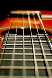 att gräma sig gitarren Royaltyfri Foto