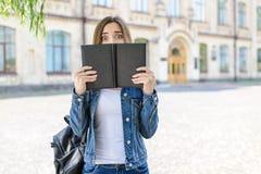Att inte ordna till för examen! Emotio för ångest för ingångspersonfolk sinnessjuk royaltyfria foton