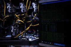 Att investera och materielet som bryter bitcoinmarknadsbegrepp, vinner och gagnar Royaltyfria Bilder
