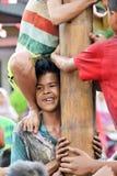 Att klättra hal polkonkurrens eller Panjat Pinang den indonesiska traditinalen spelar Arkivbild