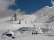 att klättra i berg skidar Royaltyfri Fotografi