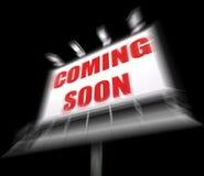 Att komma snart massmediatecknet visar ny eller framtida ankomst Royaltyfri Fotografi