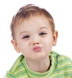 Att kyssa behandla som ett barn pojken fotografering för bildbyråer