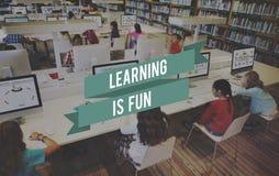 Att lära är rolig utbildning som studerar intelligensbegrepp arkivbilder