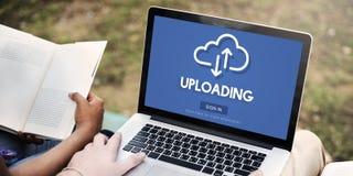 Att ladda upp laddar upp begrepp för information om datanedladdning Fotografering för Bildbyråer