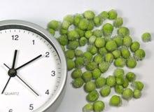 att laga mat som är modernt, sparar tid royaltyfri bild