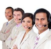 att le för affärshörlurar med mikrofonfodrar team upp Arkivbild