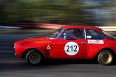 Att panorera med ett rött samlar bilen Arkivbilder