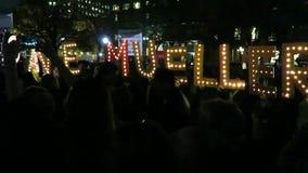Att protestera till räddningen Robert Mueller i på Lafayette parkerar stock video