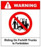 Att rida på gaffeltruckar förbjudas symbol Tecken för yrkes- säkerhet och hälso Rida inte på gaffeltrucken vektor stock illustrationer