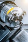 Att rotera kastar av CNC-drejbänken Arkivbilder