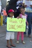 Att rymma för barn undertecknar in Ferguson, MO Arkivfoto