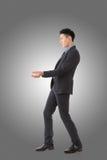 Att rymma poserar av asiatisk affärsman Royaltyfria Bilder