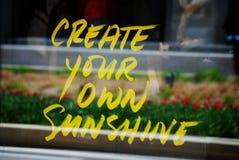 Att säga för fönstertecken skapar ditt eget solsken Arkivfoto