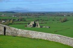 Att se ner på fördärvar av den Hore abbotskloster Arkivfoton