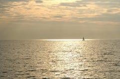 Att segla brons havet Fotografering för Bildbyråer