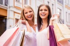 Att shoppa tillsammans är roligt Royaltyfri Bild