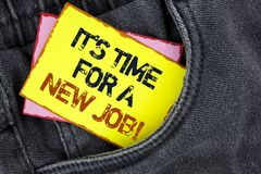 Att skriva anmärkningen som visar det, är Dags för en nya Job Motivational Call Affärsfotoet som ställer ut gör inte fastnat i ga Royaltyfri Bild