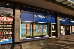 Att slå vad för korall shoppar Royaltyfria Bilder