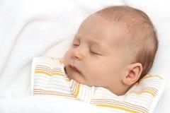 Att sova behandla som ett barn Arkivfoton