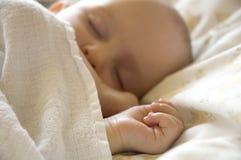 Att sova behandla som ett barn Arkivbilder