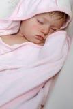 Att sova behandla som ett barn flickan Fotografering för Bildbyråer