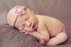 Att sova behandla som ett barn flickan Arkivbild