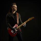 Att spela för gitarrist vaggar musik Arkivfoton