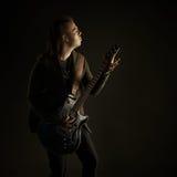 Att spela för gitarrist vaggar musik Royaltyfria Bilder