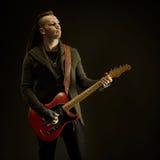 Att spela för gitarrist vaggar musik Royaltyfri Fotografi