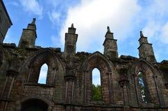 Att stå högt fördärvar av den Holyrood abbotskloster Royaltyfri Foto