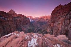 Soluppgång över den Zion nationalparken Royaltyfri Fotografi