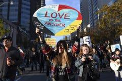 Att stå vaggar protest i Toronto Royaltyfria Foton
