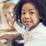 Att studera för studie lär att lära klassruminternetbegrepp arkivfoto