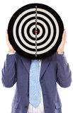 Att täcka för affärsman som är hans, vänder mot med en dartboard fotografering för bildbyråer